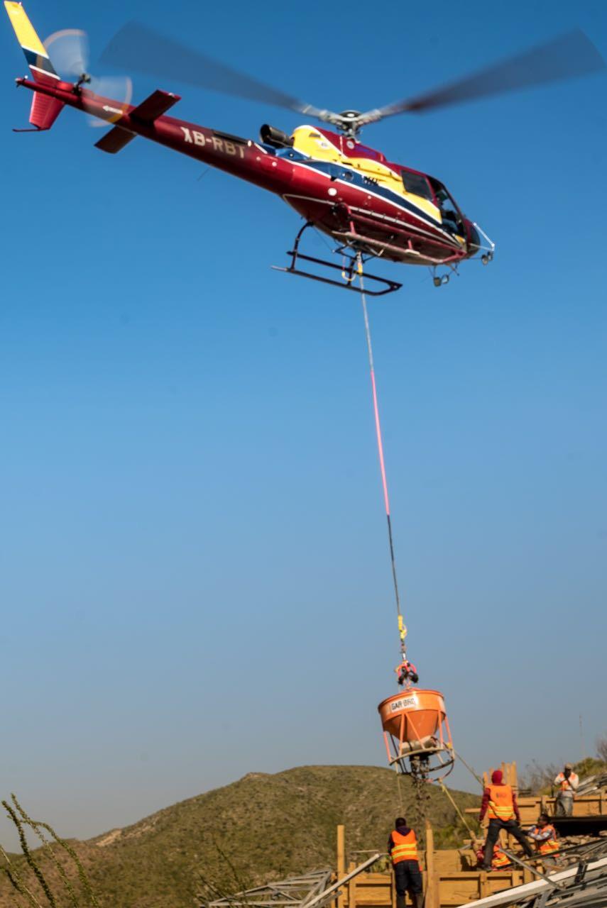construccion-con-helicoptero